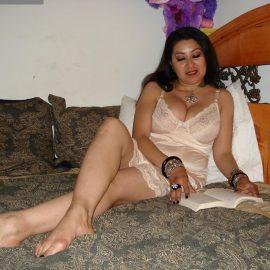 Sexy+arab+aunty+with+mini+night+dress